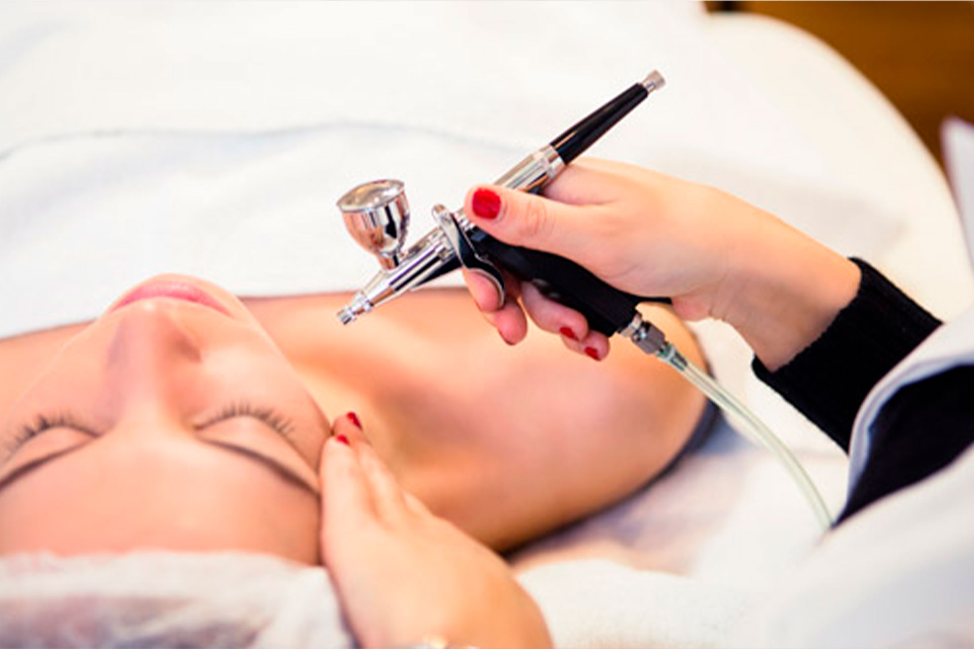 Oxygen Power Facial | BLOY Institute Amsterdam